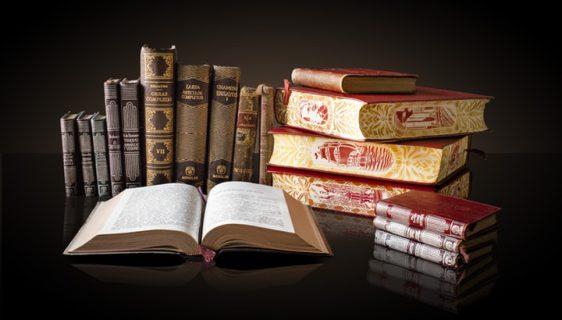Böcker som ligger och står